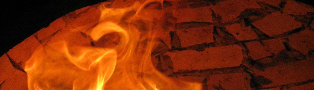 Πύρωμα παραδοσιακού ξυλόφουρνου