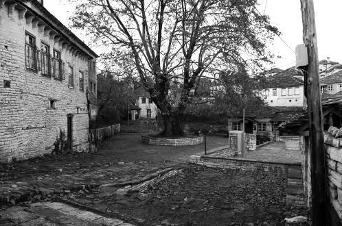 Η πλατεία του Διλόφου (Μεσοχώρι)