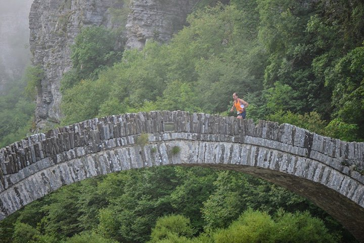 Οι συμμετέχοντες τού The North Face® Zagori Mountain Running θα διασχίσουν τον Εθνικό Δρυμό Βίκου-Αώου, μια περιοχή προστατευόμενου φυσικού πλούτου και θα απολαύσουν την ξεχωριστή ομορφιά που προσφέρουν το φαράγγι τού Βίκου, η οροσειρά τής Τύμφης, η Δρακόλιμνη, ο Βοϊδομάτης με τα πεντακάθαρα νερά του και τα Ζαγοροχώρια.