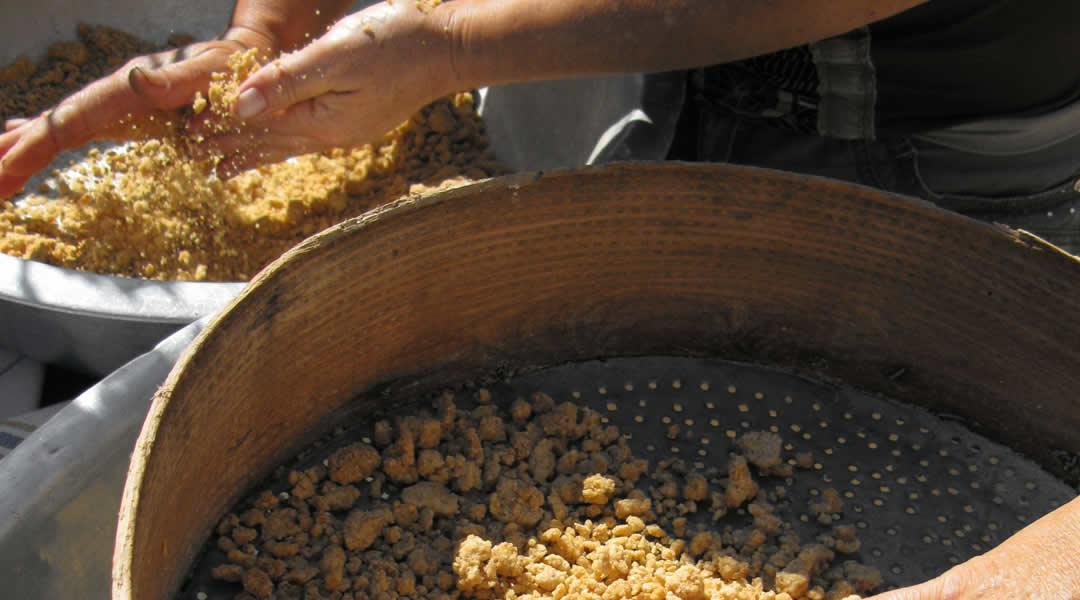 Χειροποίητος τραχανάς από σιτάρι ολικής αλέσεως και πρόβειο γάλα από τον κάμπο των Σουδενών (Πεδινών) στο Ζαγόρι