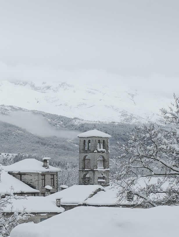 Χιόνια στο καμπαναριό τής Κοιμήσεως τής Θεοτόκου στο Δίλοφο